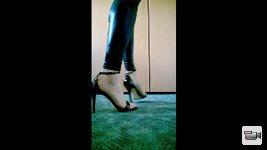 Shiny Leggings, High Heels & Cumshot